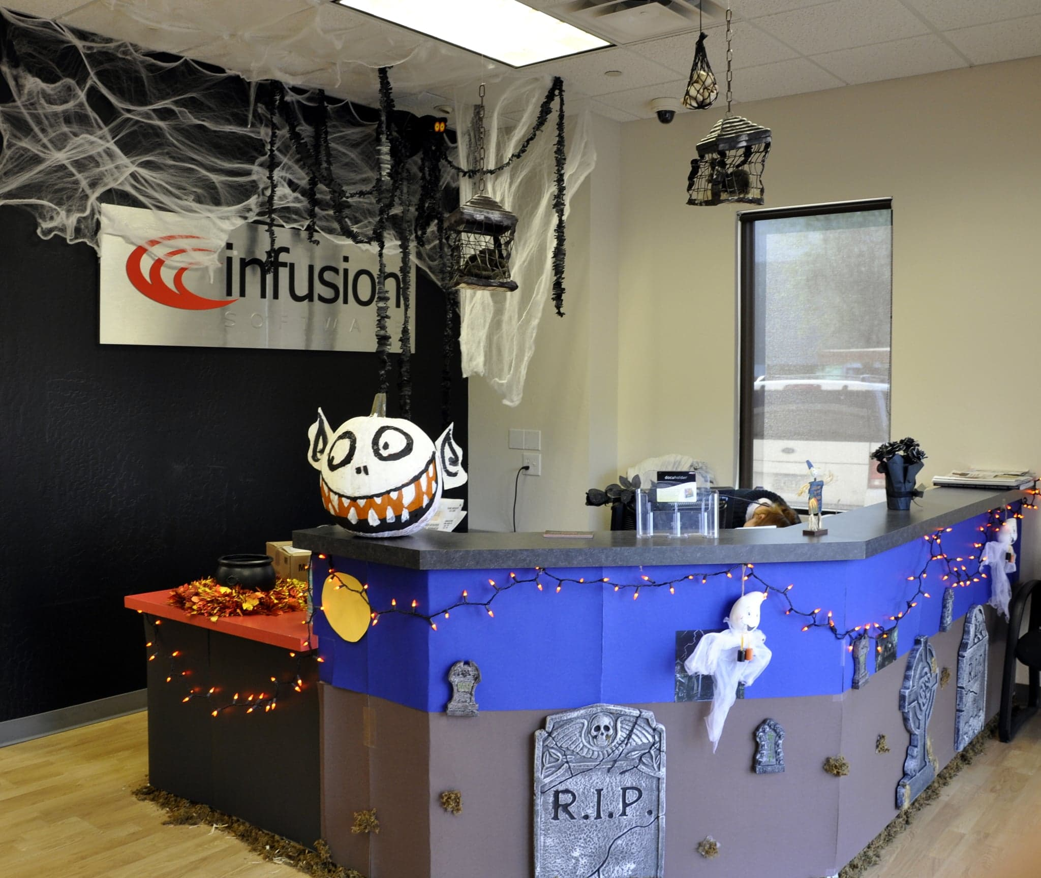 How To Decorate Your Office Or Desk For Halloween